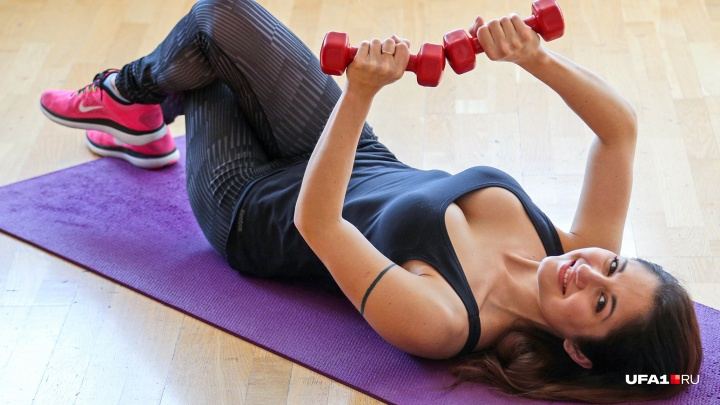 Худеем к Новому году! 5 упражнений, которые можно делать, пока все едят
