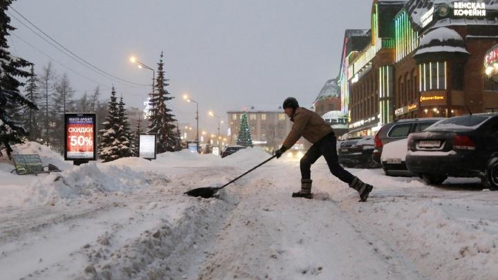 «Дважды на тросе вытаскивали»: смотрим фото снежного Архангельска, которые не порадуют водителей