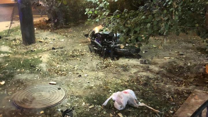В ДТП на проспекте Стачки пострадали байкер и пешеход