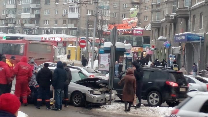 Водитель трезвый: подробности ДТП на площади Калинина, где«Тойота» влетела в толпу людей