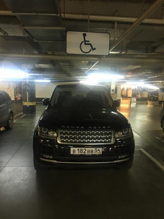 «Я паркуюсь как чудак»:Land Rover ВВВ —и пусть инвалиды подождут (фото)