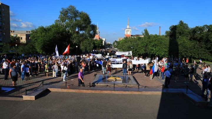 Красноярцы вышли на митинг «За чистое небо» и закидали министра экологии вопросами. Как это было
