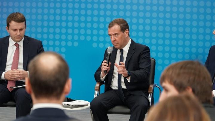 Сходил в поликлинику, пообщался с Промоботом и бизнесом.Как прошёл визит Дмитрия Медведева в Пермь