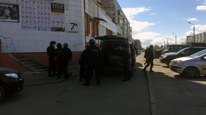 Северодвинец открыл стрельбу из окна жилого дома, есть пострадавший