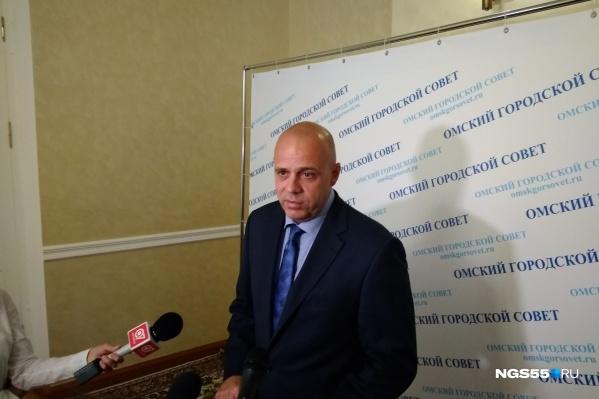 Замглавы департамента городской экономической политики Михаил Щелконогов рассказал парламентариям, что доходы города благодаря сносу нелегальных НТО растут