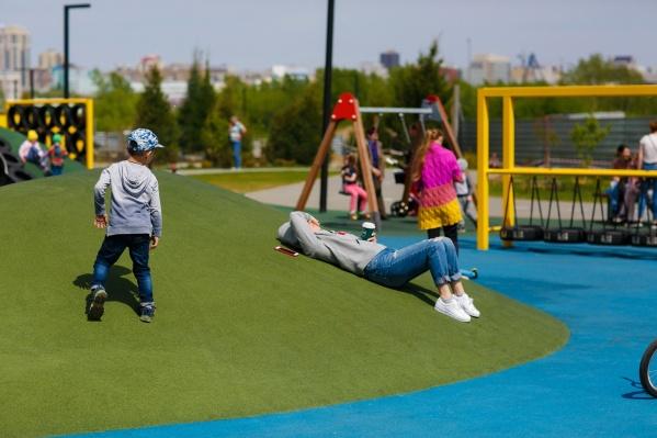 Эксперты говорят, что детям интересно играть с ландшафтом. В «Ясном береге» уже сделали холмы