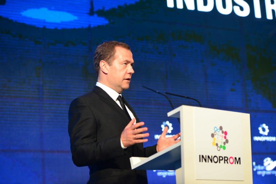 ПоСтратегии пространственного развития будет сформировано 12 макрорегионов— Медведев