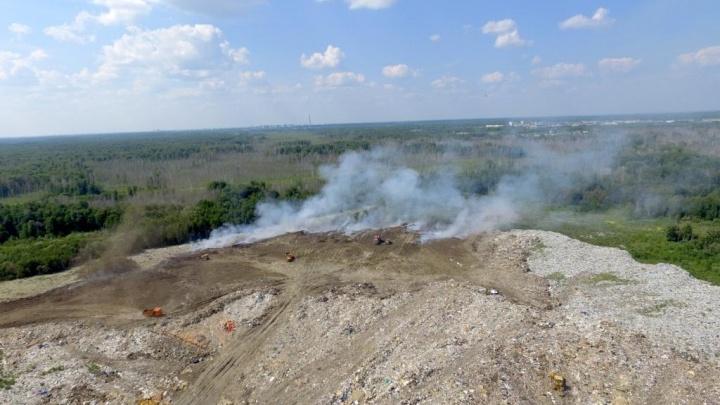 Пламя тушили лопатой и песком: экологи рассказали, что произошло на тобольском мусорном полигоне