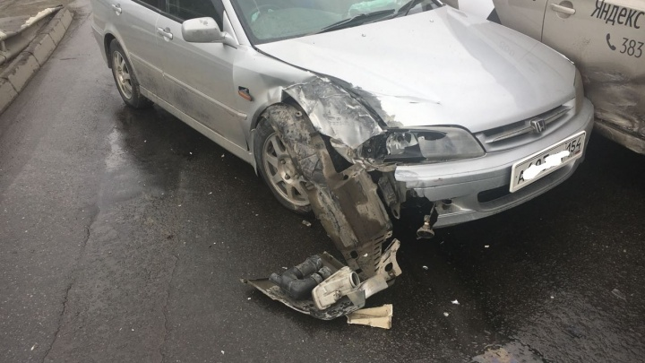 ДТП после дождя: водитель Honda Torneo не справился с управлением на мокрой дороге