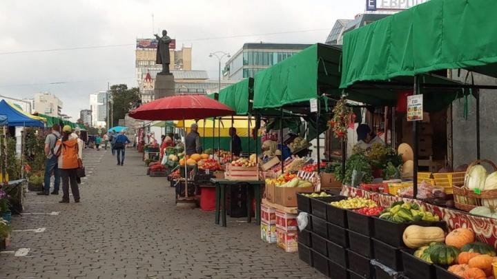 В выходные площадь 1905 года завалят медом, фруктами и мясными деликатесами