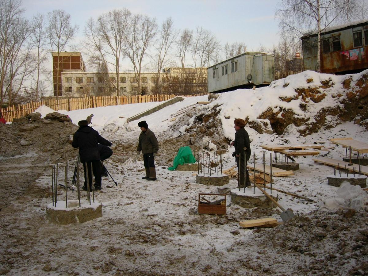 Площадь Обороны начали реконструировать за полгода до установки памятника