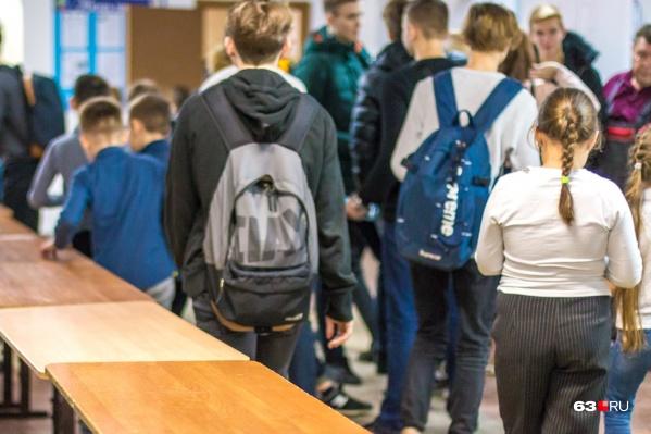 Юным жителям Пятой просеки пока придется ютиться в существующих школах