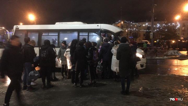 «Билетов нет. Никуда»: из-за транспортной реформы люди не смогли уехать в Ярославль после праздников