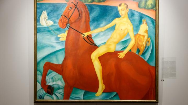 «Детектив с элементами мистики»: как картина «Купание красного коня» оказалась в Екатеринбурге