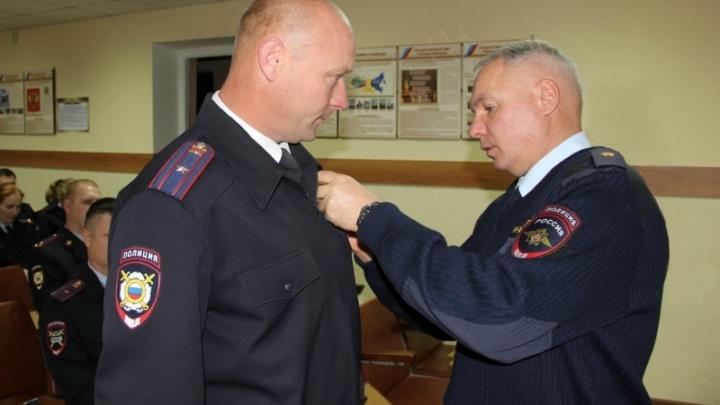За спасение ребенка из пруда полицейского наградили медалью