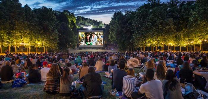 Кино под открытым небом — отличное летнее развлечение