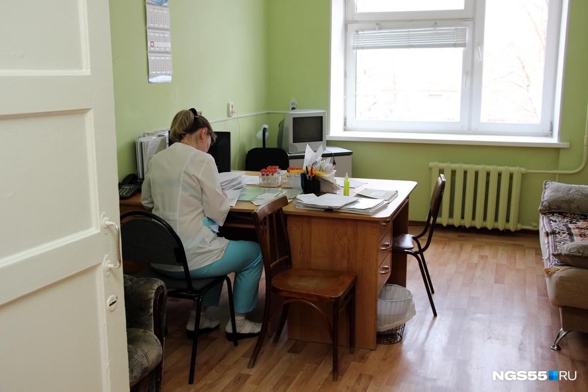 Палаты с Wi-Fi, балконы и платный родильный зал: заглядываем в омский роддом № 5