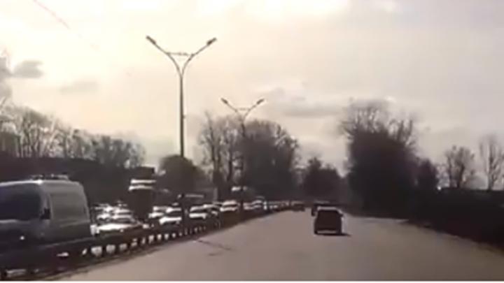 Из-за дорожников на Бердском шоссе образовалась длинная пробка