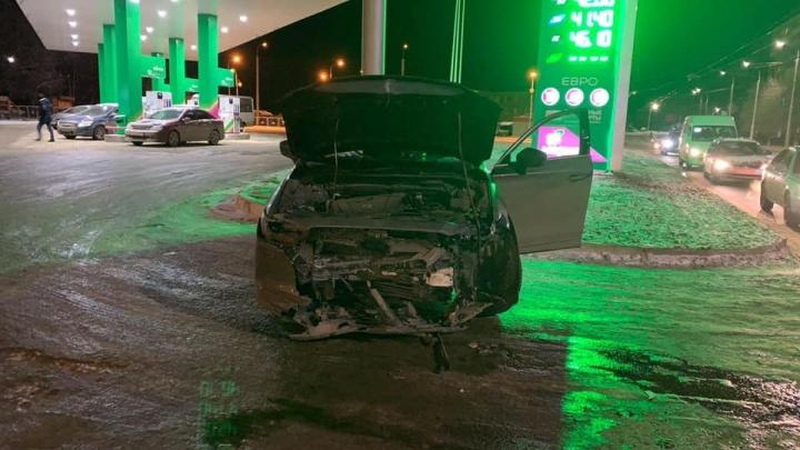 Mazda CX-5 протаранила отечественную легковушку в Уфе