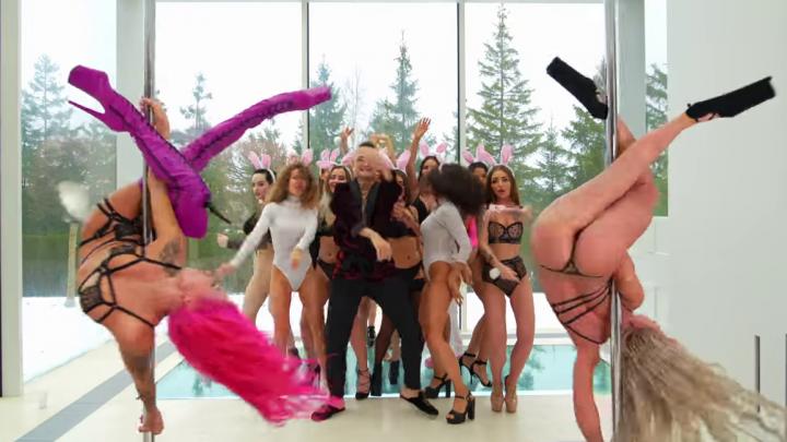Сибирячка с розовыми волосами снялась в откровенном клипе рэпера Моргенштерна о молодости плейбоя