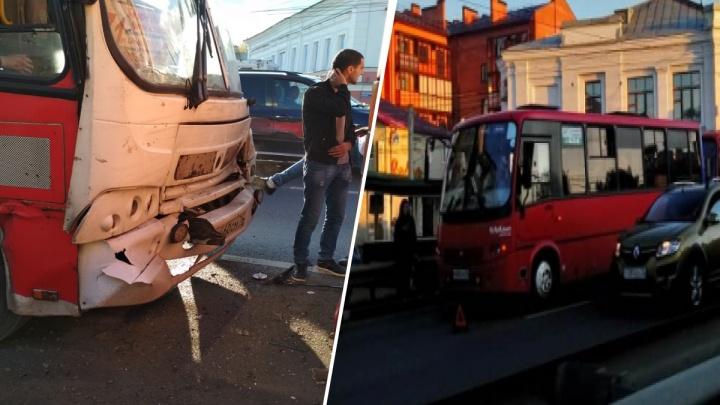 Люди в крови, а водитель оценивал ущерб: пассажир рассказал о ДТП с тремя маршрутками на Московском