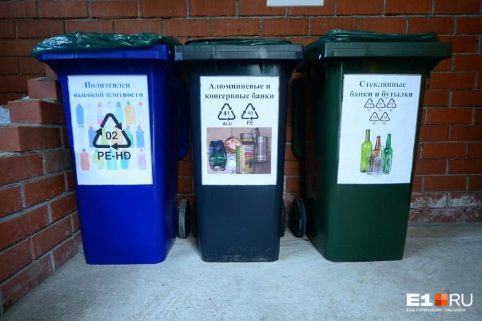 На этой площадке даже разные виды пластика собирают в разные контейнеры