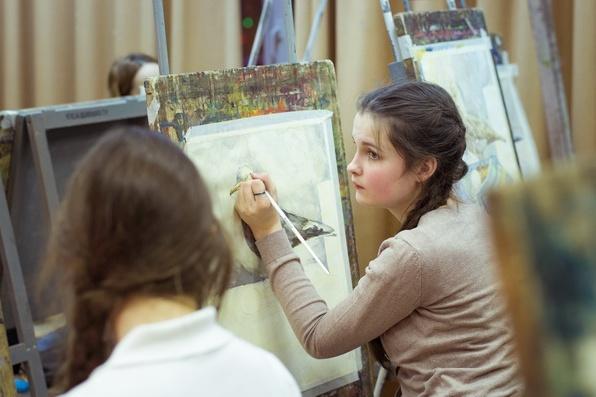 В художественных школах на бюджетные отделения принимают детей в возрасте 10–12 лет