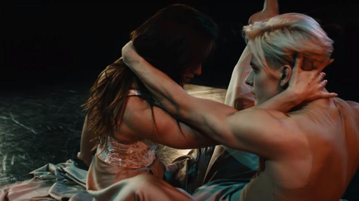Известная танцовщица из Новосибирска выпустила чувственный клип с философским смыслом