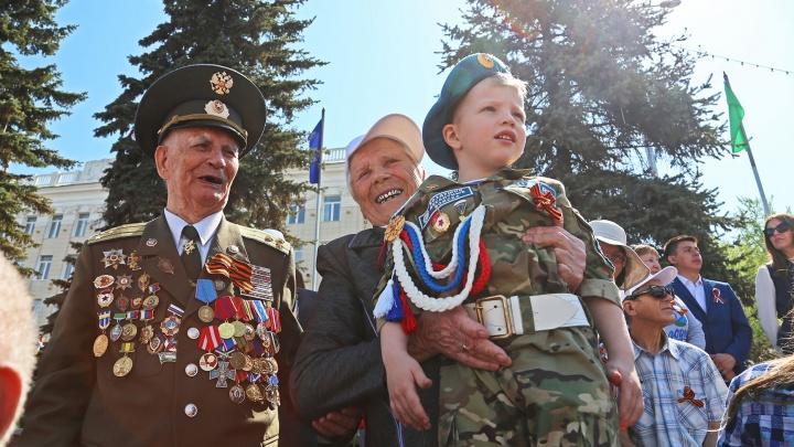 Тысячи портретов фронтовиков, танки в городе и слезы счастья: Уфа отмечает День Победы