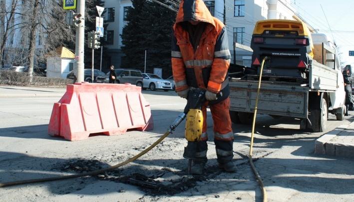 Работают без выходных: какие улицы в Челябинске дорожники будут делать в субботу и воскресенье