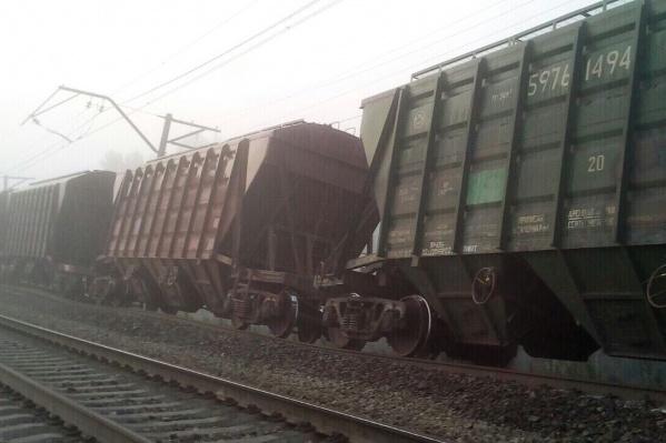 Часть вагонов сошла с рельсов