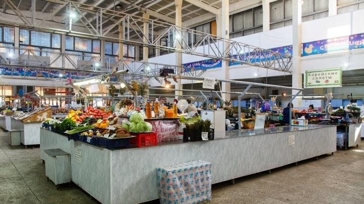 По одному на район: в Волгоградской области отчитались о 337 торговых местах на каждом рынке