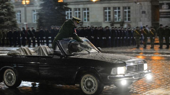 Из-за непогоды в Екатеринбурге военные отменили репетицию парада Победы
