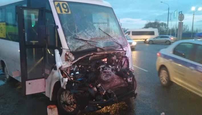 Водитель разбившейся в Челябинске маршрутки рассказал, как произошло ДТП