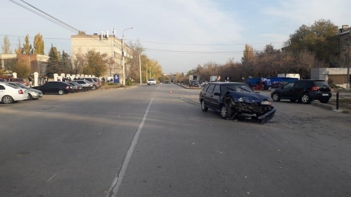 «Бьются по несколько раз в день»: в Волгограде в аварии с начинающим водителем пострадали школьницы