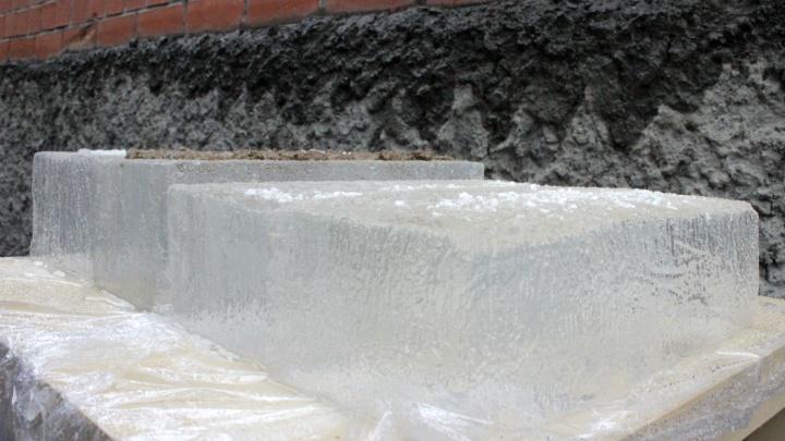 Деньги на лёд: смотрим, какие реагенты спасут омичей от падения и грязной обуви