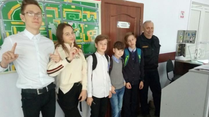 В школе на Красной Армии вместо звонка начали включать музыку Цоя, Мота и группы «Би-2»