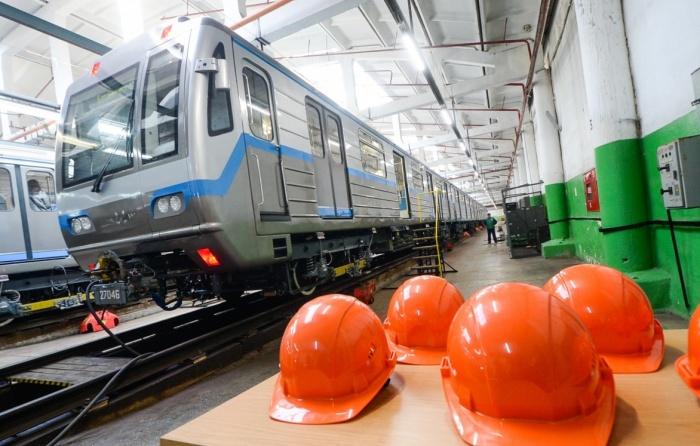 Через десять дней после презентации двух новых поездов для метро Екатеринбурга власти утвердили повышение стоимости проезда на 4 рубля