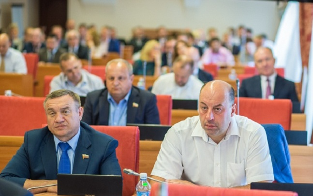 Отменили выборы мэров и сэкономили на людях: топ законов ярославских депутатов