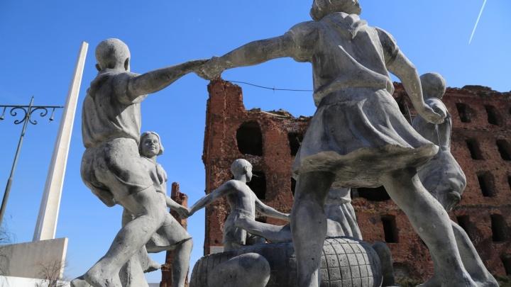 «Сводят концы с концами»:в Волгограде английские журналисты нашли военную зону вместо города