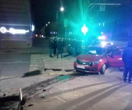 В центре Волгограда столкнулись две иномарки