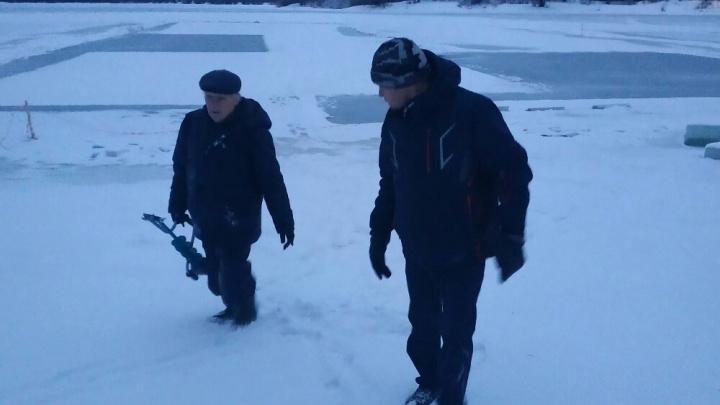 «Вытащил за шиворот из воды»: пермяк спас рыбака, который провалился под лед на Мулянке