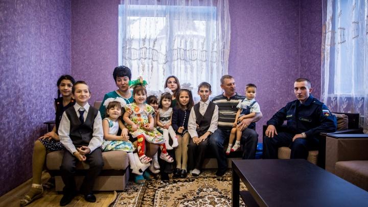 Куприяновы снова дома: самые известные погорельцы Новосибирска отметили новоселье