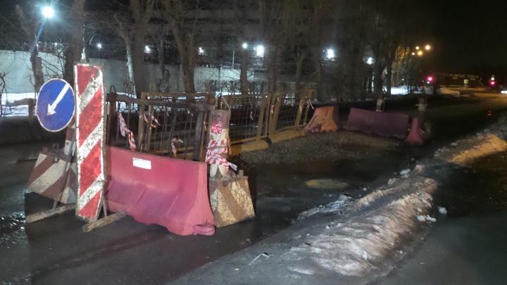 Эльмаш встал в пробке: из-за ям на Турбинной дорожники закрыли одну из полос