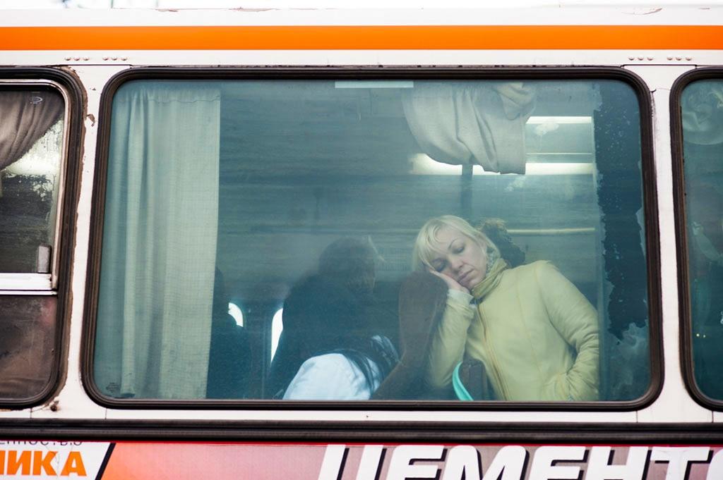 Без разрешительной бумаги возить людей в путешествия и даже на работу автобусам уже нельзя
