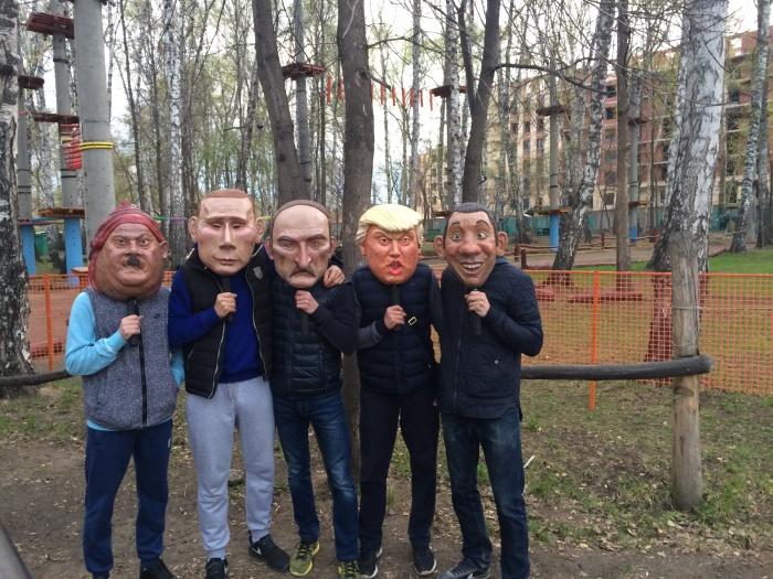 Посетители «Березовой рощи» в масках