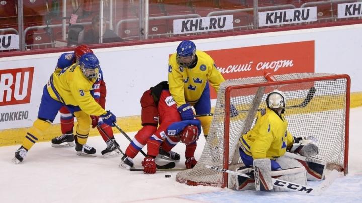 Юниорская сборная России размялась в Челябинске на шведах перед стартом чемпионата мира