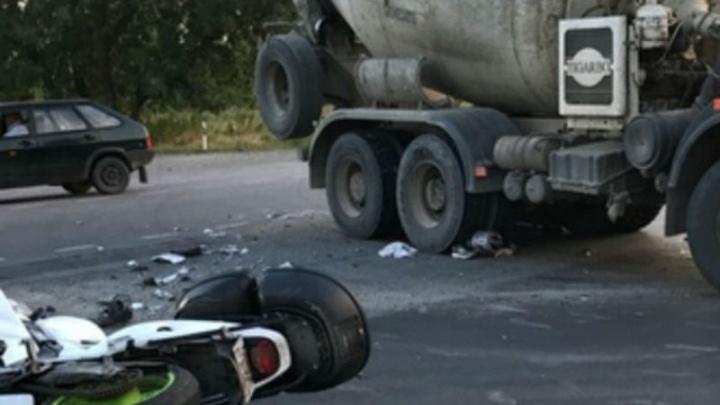 Смертельный удар: на Дону молодой байкер погиб под колесами грузовика