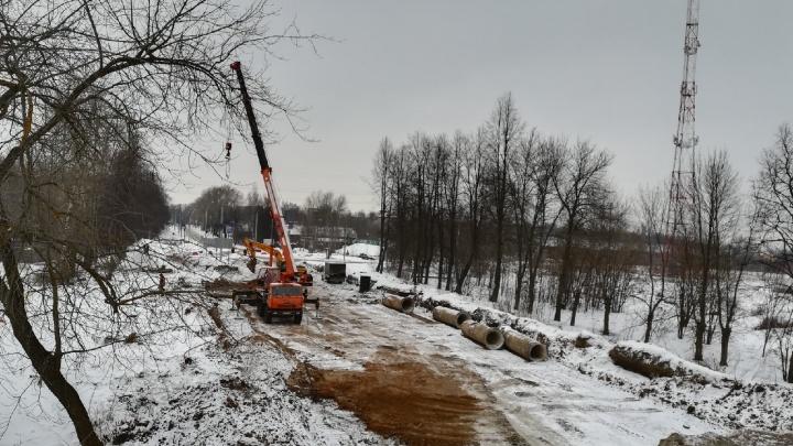 Что происходит за перекрытием: фото с закрытого участка Тутаевского шоссе