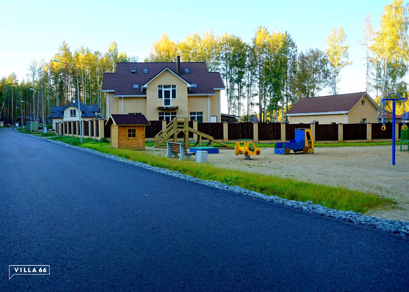 В поселке запроектированы широкие асфальтированные дороги